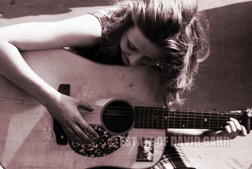 Girl wih guitar 1967. Photo by David Gahr